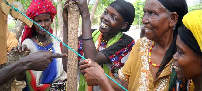 mujeres lamu-recycling-sol-cuerda